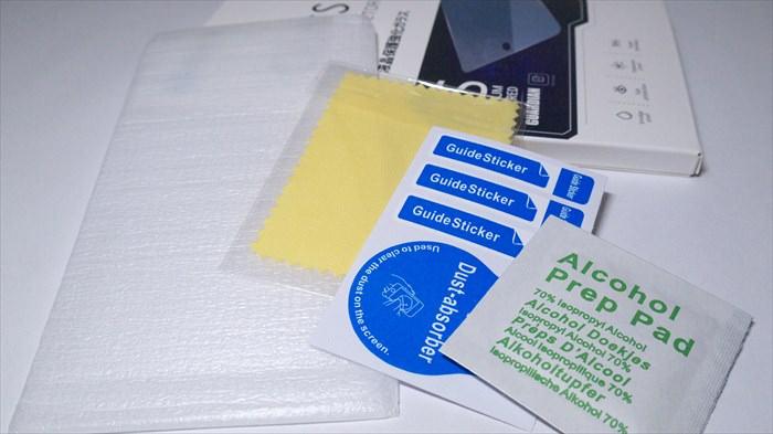 ZenFone 2 Laserのガラスフィルム、クロス、ホコリ取りシール、アルコール拭きの4点セット