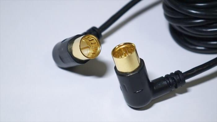 ELECOMのアンテナケーブルは先端が金メッキで覆われている