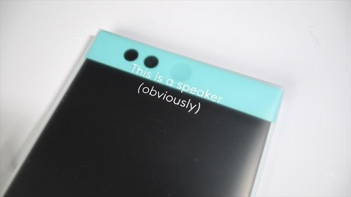 Nextbit Robinの上部のスピーカー