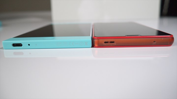 Nextbit RobinとXperia Z3 Compactの薄さを比較